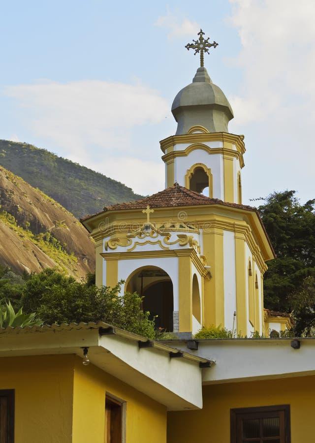 Iglesia en Correas cerca de Petropolis fotos de archivo