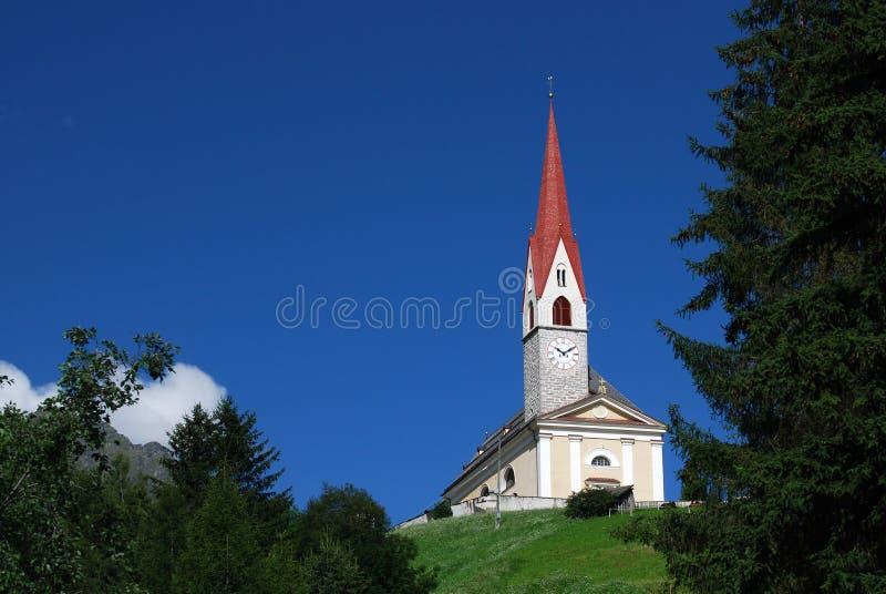 Iglesia en dolomías foto de archivo