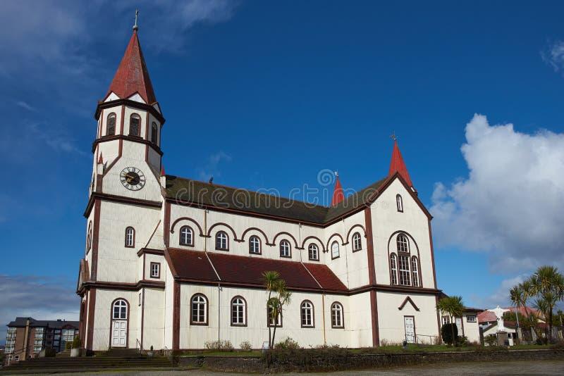 Iglesia en el distrito chileno del lago imagenes de archivo