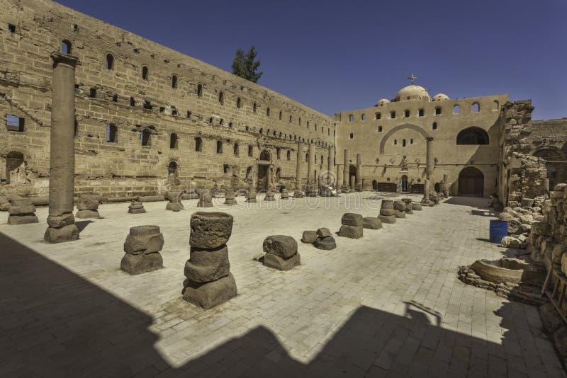 Iglesia en el monasterio blanco en Sohag, Egipto fotografía de archivo
