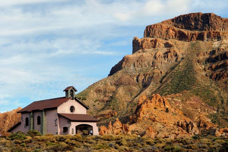 Iglesia en el parque nacional de Teide, Tenerife. foto de archivo