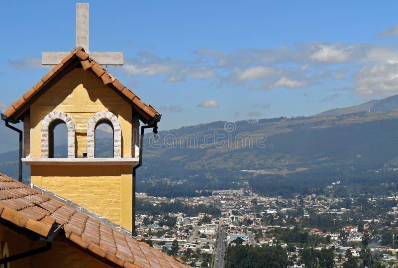 Iglesia en montañas. Ecuador fotografía de archivo