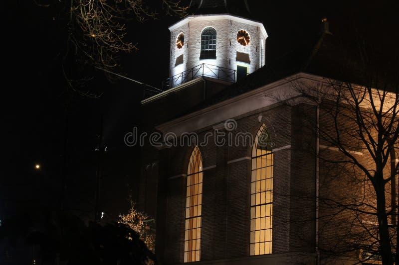 Iglesia en noche foto de archivo
