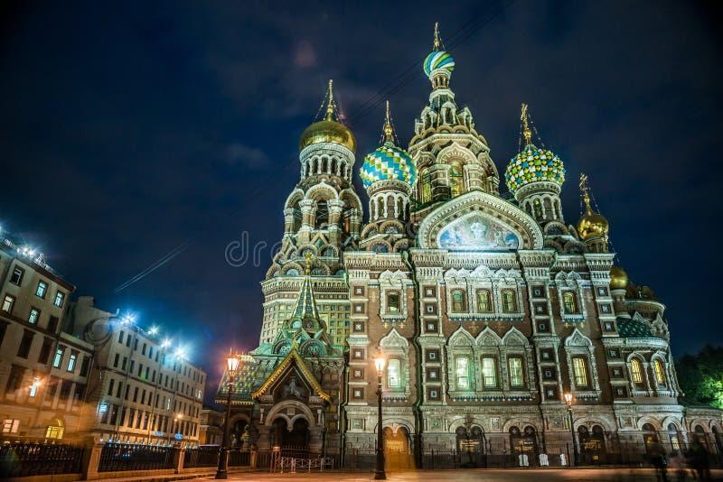 Iglesia en sangre derramada en St Petersburg imagenes de archivo