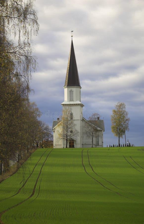 Iglesia en un campo fotos de archivo libres de regalías