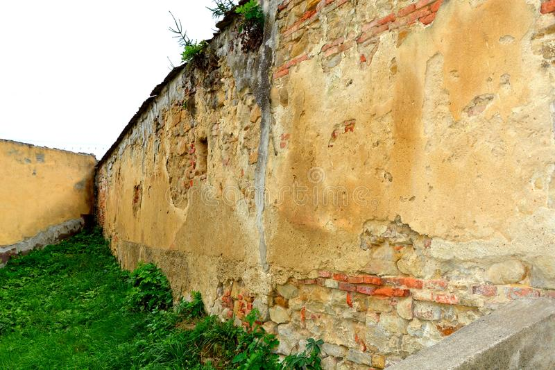 Iglesia evangélica sajona medieval fortificada en el pueblo Barcut, Bekokten, Brekolten, Transilvania, Rumania foto de archivo libre de regalías
