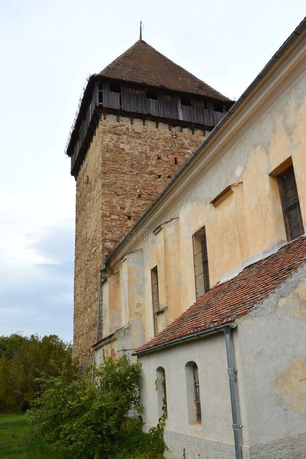 Iglesia evangélica sajona medieval fortificada en el pueblo Barcut, Bekokten, Brekolten, Transilvania, Rumania fotografía de archivo
