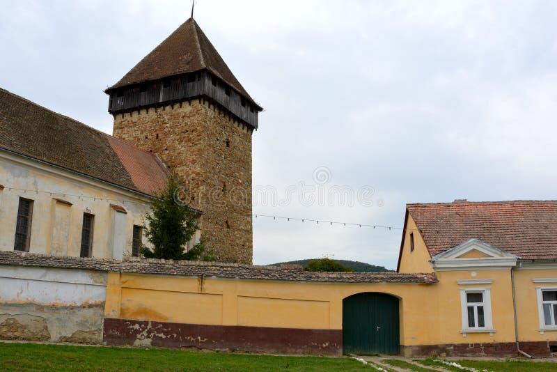 Iglesia evangélica sajona medieval fortificada en el pueblo Barcut, Bekokten, Brekolten, Transilvania, Rumania fotografía de archivo libre de regalías