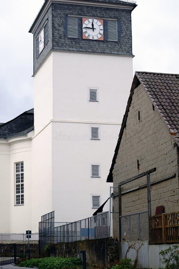 Iglesia evangélica Wehen de la torre de reloj foto de archivo