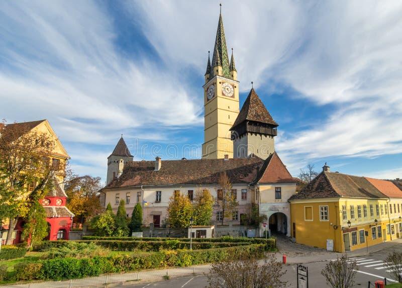 Iglesia fortificada medieval de medios imagenes de archivo