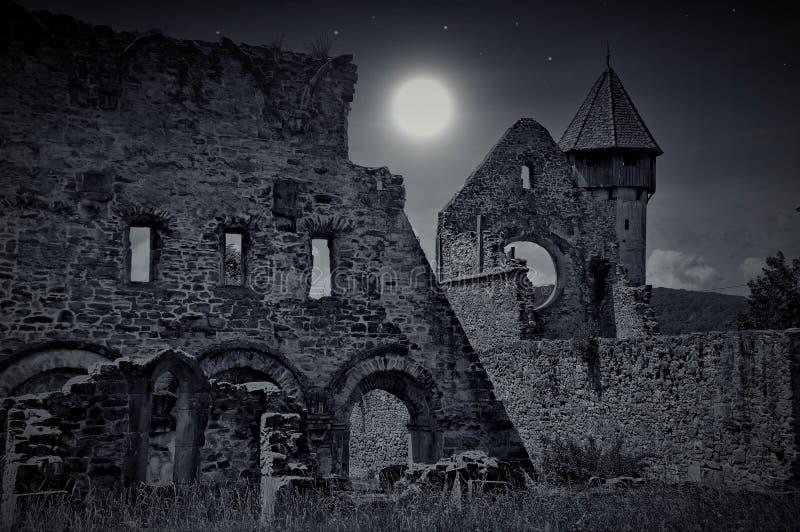 Iglesia frecuentada oscuridad imagen de archivo libre de regalías