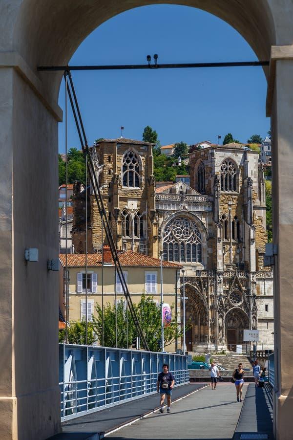 Iglesia gótica en el centro histórico de la ciudad de Vienne, Francia foto de archivo libre de regalías