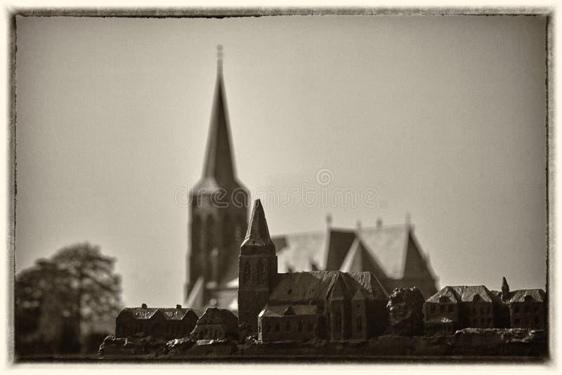 Iglesia gótica vieja y su modelo foto de archivo libre de regalías
