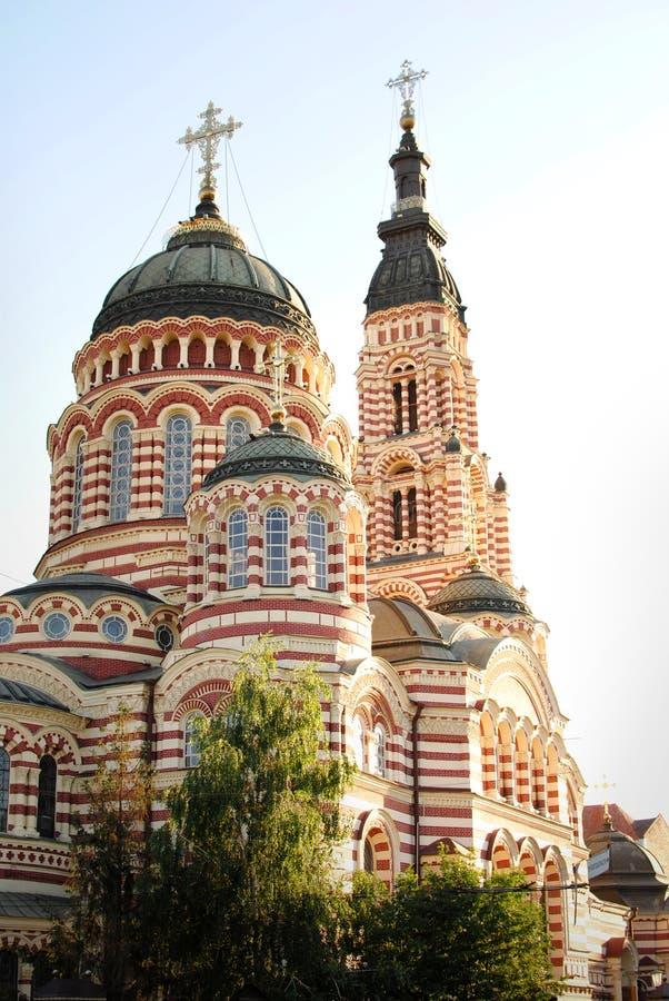Iglesia grande hermosa contra imagenes de archivo