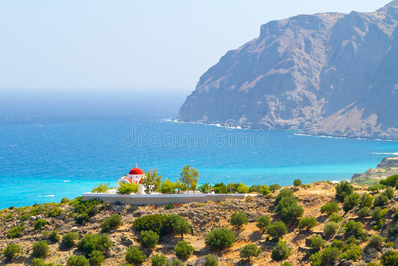 Iglesia griega tradicional en la costa
