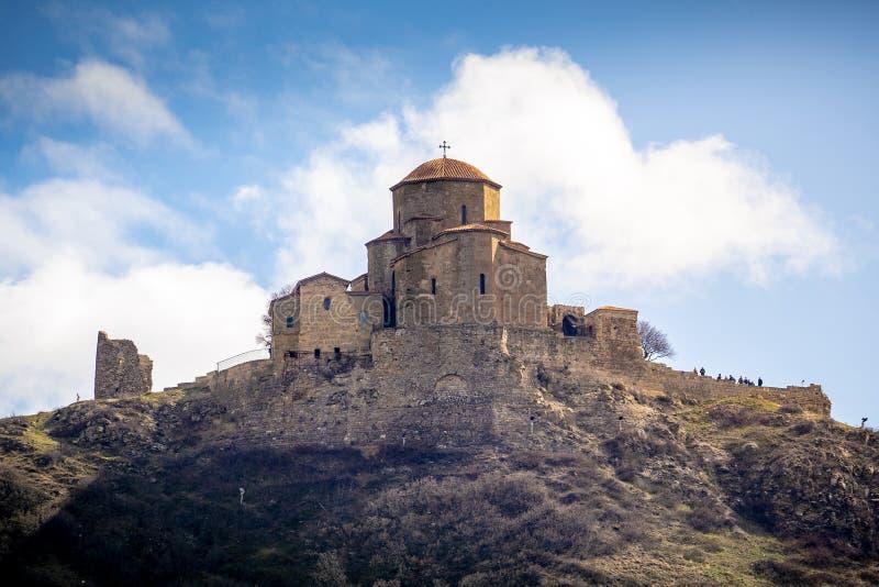 Iglesia Jvari en la ciudad de Mtskheta imagen de archivo libre de regalías