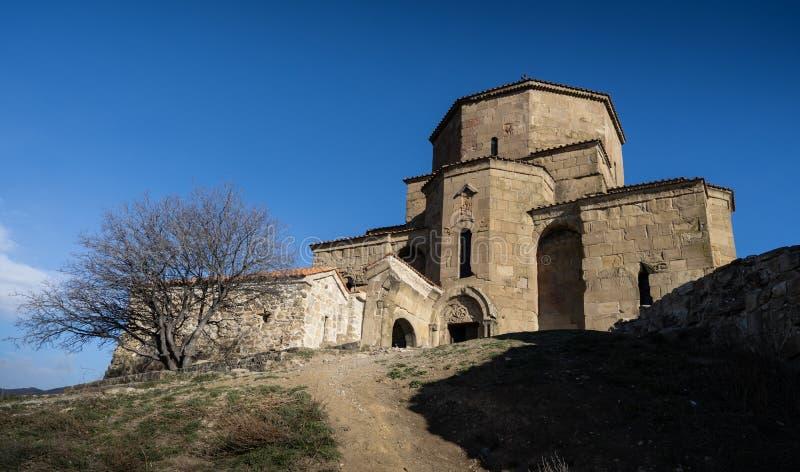 Iglesia Jvari en la ciudad de Mtskheta foto de archivo libre de regalías