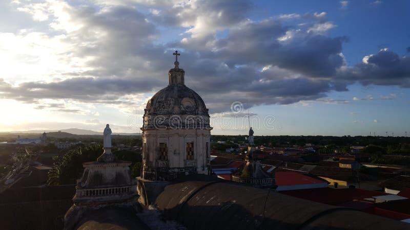 从Iglesia La默塞德的日落视图 免版税库存图片