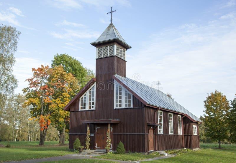 Iglesia lituana del pueblo foto de archivo