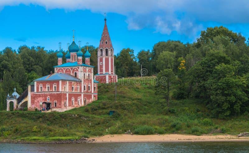 Iglesia a lo largo del río Volga foto de archivo libre de regalías