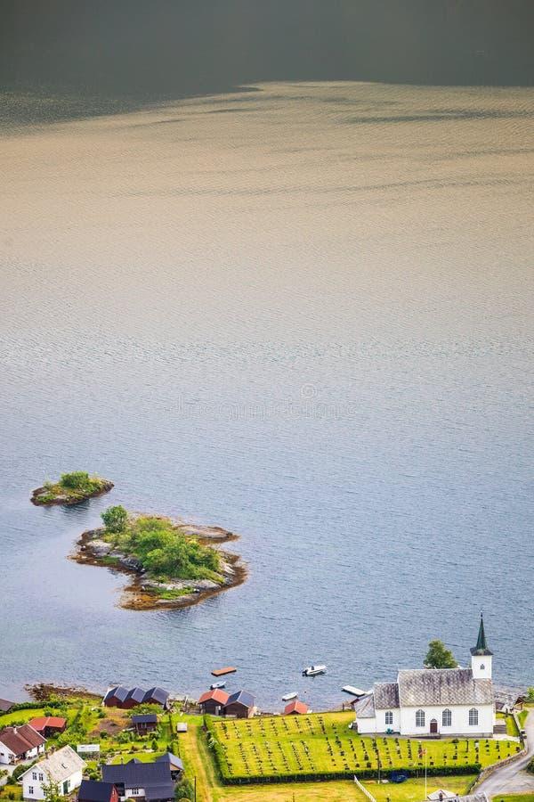 Iglesia luterana de Bruvik, isla Osteroy Noruega fotografía de archivo libre de regalías