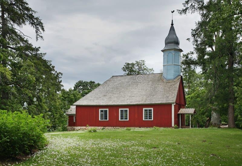 Iglesia luterana en Turaida cerca de Sigulda latvia foto de archivo libre de regalías