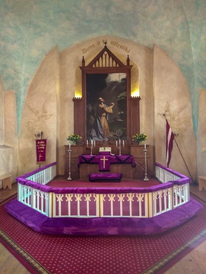 Iglesia luterana evangélica de Sigulda en Letonia imagen de archivo libre de regalías