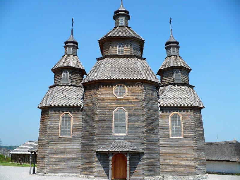 Iglesia más vieja gris de la Ucrania en la primavera imagen de archivo libre de regalías