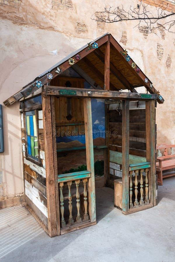 Iglesia minúscula del camino de la madre en Winslow, AZ imagen de archivo libre de regalías