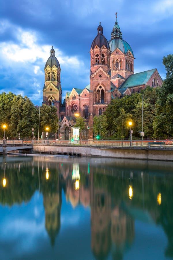 Iglesia Munich del rosa del St Lukas fotos de archivo libres de regalías