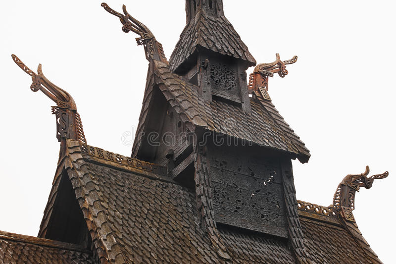 Iglesia noruega tradicional del tejado del bastón Borgund Viaje Noruega imagen de archivo