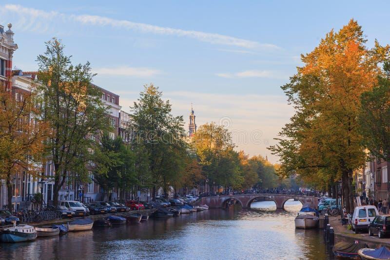 Iglesia occidental en el canal de Prinsengracht en Amsterdam imagenes de archivo