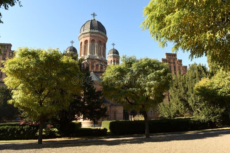 Iglesia ortodoxa de tres santos en universidad nacional en Chernivts fotos de archivo
