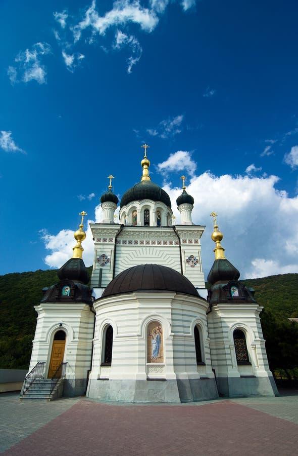 Iglesia ortodoxa en Foros con el cielo y las nubes