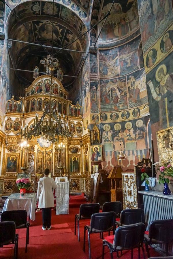 Iglesia ortodoxa interior en Bucarest imagen de archivo libre de regalías