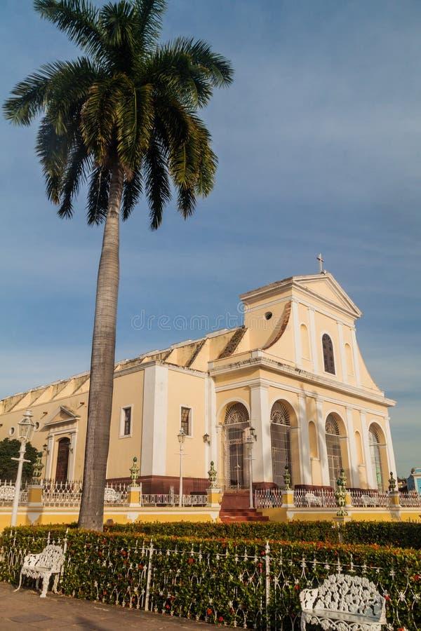 Iglesia Parroquial de la Santisima Trinidad kyrka på Plazaborgmästarefyrkant i Trinidad, gröngöling royaltyfri bild