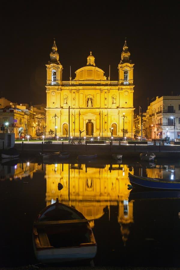 Iglesia parroquial en la noche Floriana. Malta fotos de archivo libres de regalías