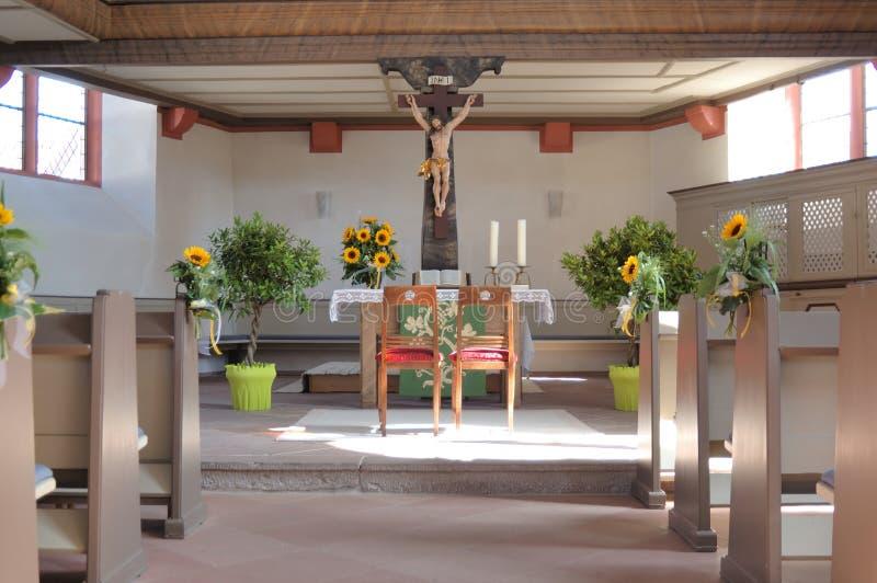Iglesia preparada para la boda imágenes de archivo libres de regalías