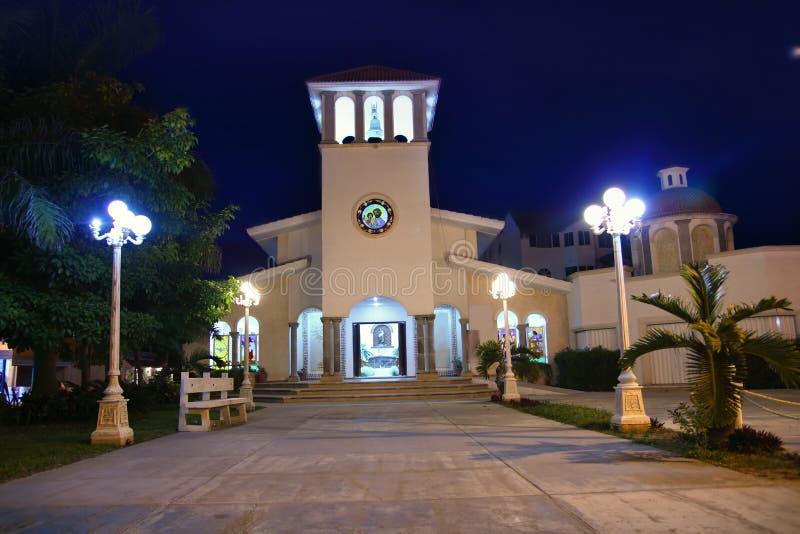 Iglesia Riviera maya de la noche de Puerto Morelos imagen de archivo