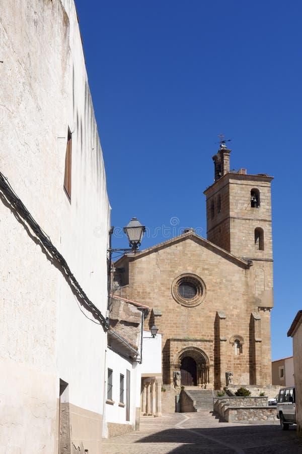 Iglesia Románica de San Pedro de Almocovar; fotos de archivo