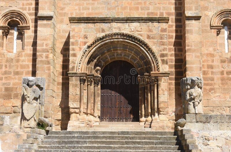 Iglesia Románica de San Pedro de Almocovar, Alcantara, Caceres foto de archivo