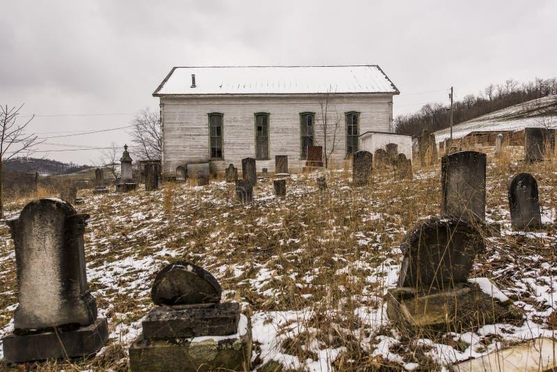 Iglesia rural abandonada - sudoeste Pennsylvania imagen de archivo