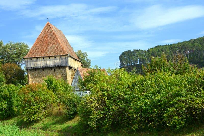 Iglesia sajona medieval fortificada en el pueblo Bradeni, Henndorf, Hegendorf, Transilvania, Rumania foto de archivo libre de regalías