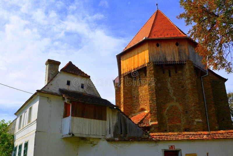 Iglesia sajona medieval fortificada en el pueblo Bradeni, Henndorf, Hegendorf, Transilvania, Rumania imagen de archivo