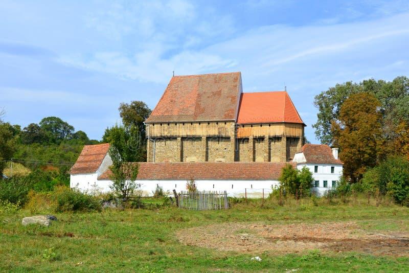 Iglesia sajona medieval fortificada en el pueblo Bradeni, Henndorf, Hegendorf, Transilvania, Rumania imagen de archivo libre de regalías