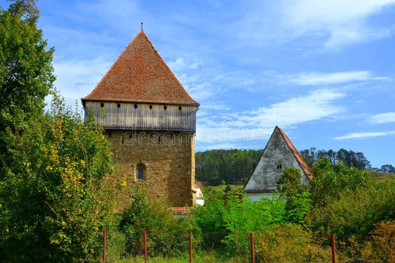 Iglesia sajona medieval fortificada en el pueblo Bradeni, Henndorf, Hegendorf, Transilvania, Rumania imágenes de archivo libres de regalías