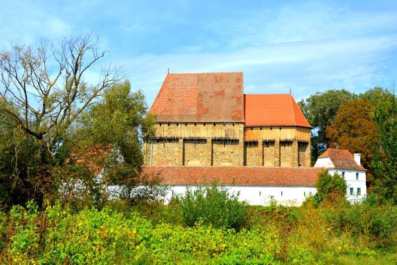 Iglesia sajona medieval fortificada en el pueblo Bradeni, Henndorf, Hegendorf, Transilvania, Rumania fotos de archivo
