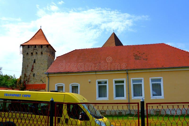 Iglesia sajona medieval fortificada en el pueblo Cata, Transilvania, Rumania foto de archivo libre de regalías
