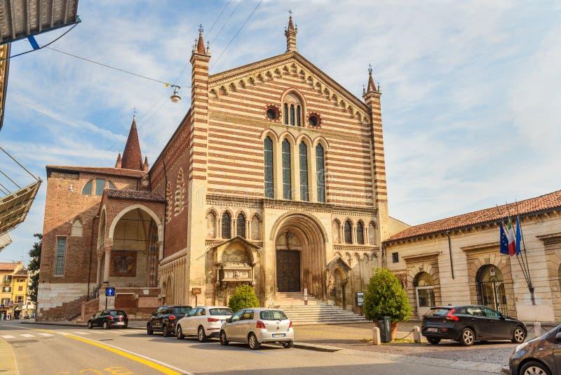 Iglesia San Fermo Maggiore en Verona Italia imagen de archivo