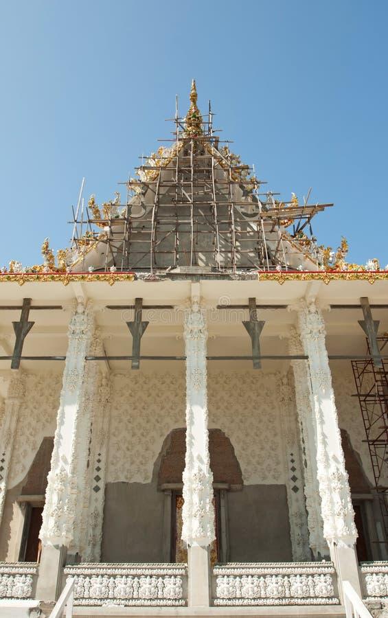 Iglesia tailandesa blanca en Tailandia imagen de archivo